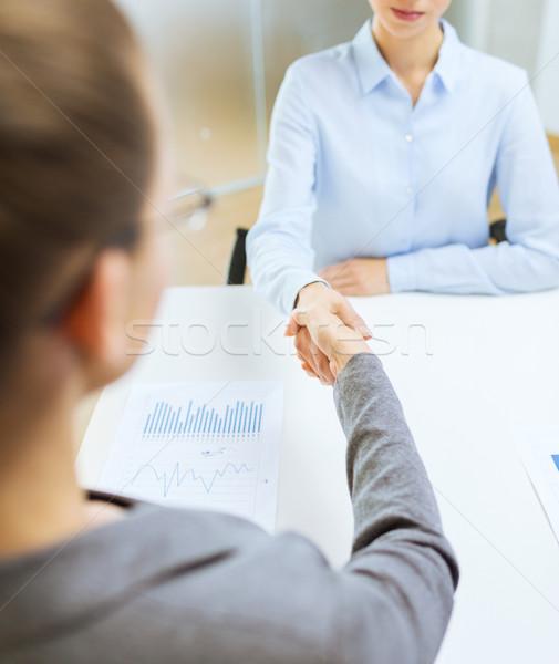 Deux calme femme d'affaires serrer la main bureau affaires Photo stock © dolgachov