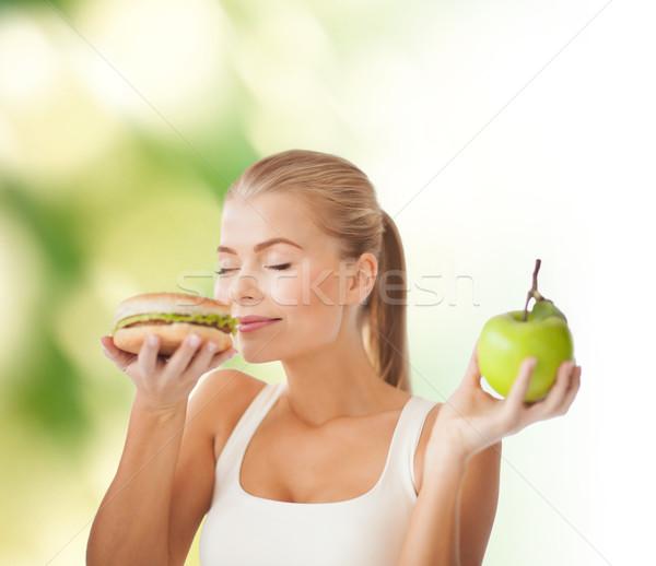 Kobieta hamburger jabłko zdrowia diety Zdjęcia stock © dolgachov