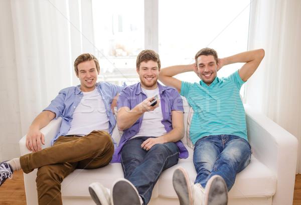 улыбаясь друзей пультом домой дружбы технологий Сток-фото © dolgachov