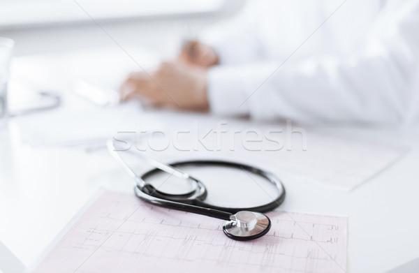 Férfi orvos kezek kardiogram fényes kép család Stock fotó © dolgachov