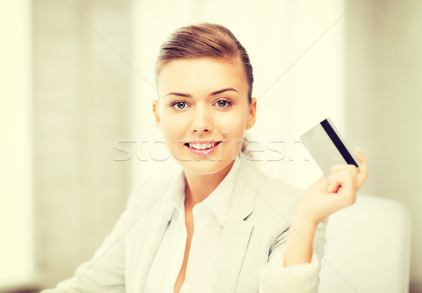 Uśmiechnięty kobieta interesu karty kredytowej jasne zdjęcie Zdjęcia stock © dolgachov