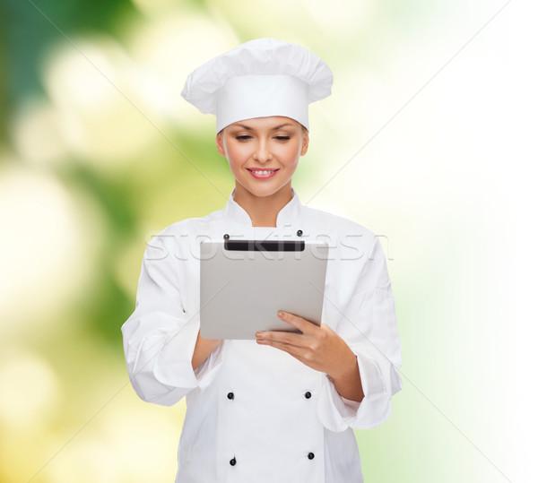 Uśmiechnięty kobiet kucharz komputera gotowania Zdjęcia stock © dolgachov