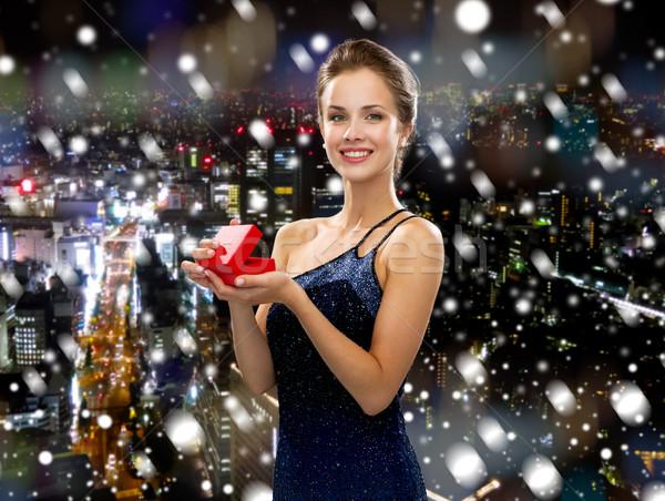 Sorrindo vestido de noite caixa de presente natal férias pessoas Foto stock © dolgachov