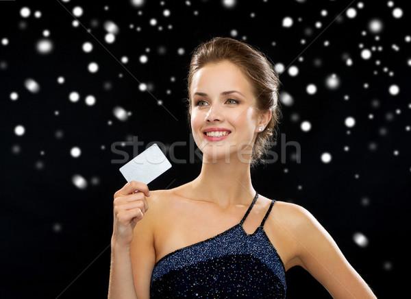 Mosolygó nő estélyi ruha tart hitelkártya vagyon pénz Stock fotó © dolgachov