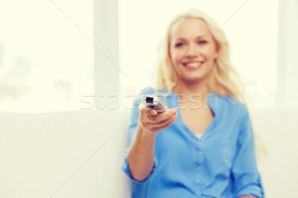 Souriant adolescente contrôle télévision détendre Photo stock © dolgachov