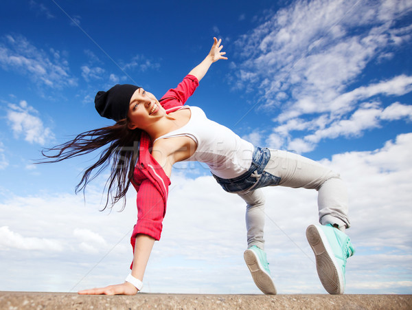 Bella dancing ragazza movimento sport urbana Foto d'archivio © dolgachov
