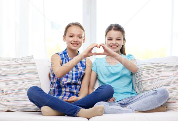 Boldog kislányok mutat szív alak kézjel emberek Stock fotó © dolgachov