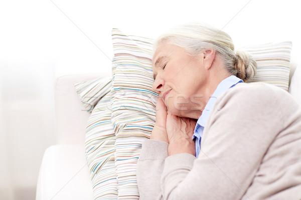 Gelukkig senior vrouw slapen kussen home Stockfoto © dolgachov