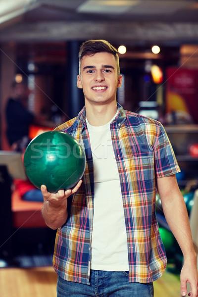 Heureux jeune homme balle bowling club Photo stock © dolgachov