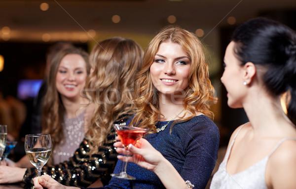 счастливым женщины напитки ночной клуб празднования друзей Сток-фото © dolgachov