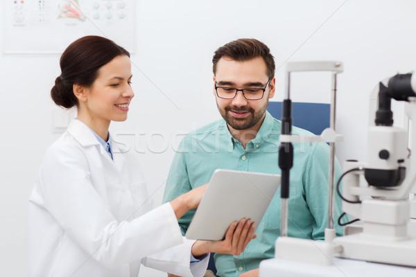Optikus táblagép beteg szem klinika egészségügy Stock fotó © dolgachov