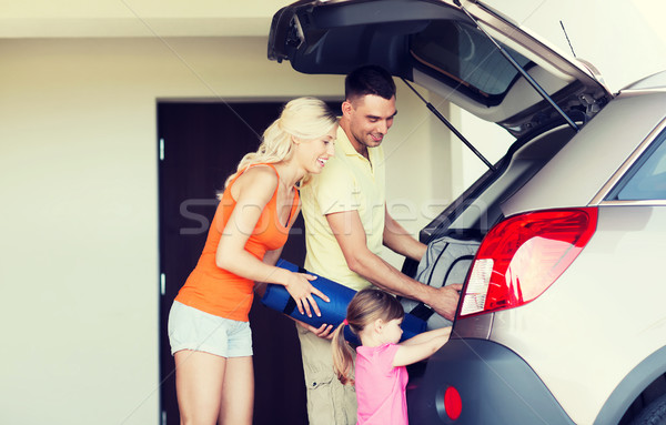 счастливая семья вещи автомобилей домой стоянки Сток-фото © dolgachov