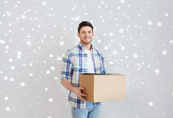 Glimlachend jonge man home bewegende levering Stockfoto © dolgachov