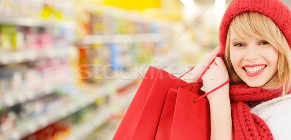 Femme chapeau écharpe Shopping supermarché personnes Photo stock © dolgachov
