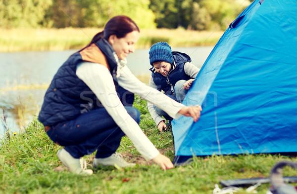Felice madre figlio up tenda esterna Foto d'archivio © dolgachov