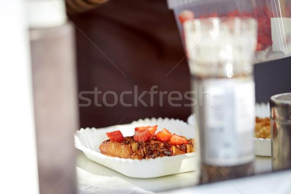 ワッフル イチゴ 紙 プレート フォーク 食品 ストックフォト © dolgachov