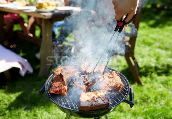 Homem cozinhar carne churrasqueira verão festa Foto stock © dolgachov