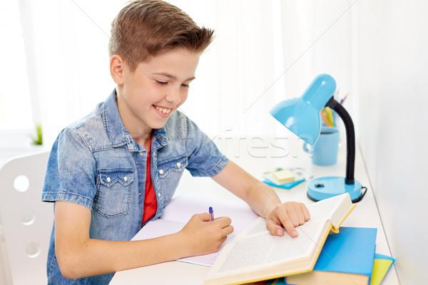Estudiante nino libro escrito cuaderno casa Foto stock © dolgachov
