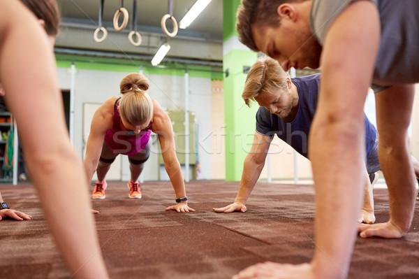 Persone gruppo dritto braccio palestra fitness Foto d'archivio © dolgachov
