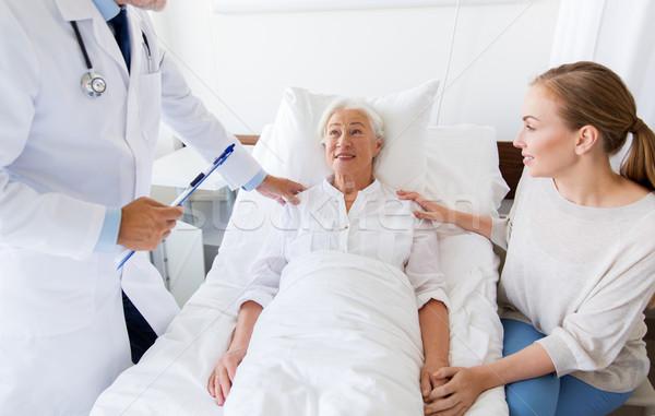 Stok fotoğraf: Kıdemli · kadın · doktor · hastane · tıp