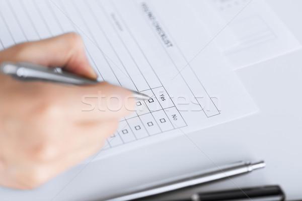 Mujer mano cuestionario forma negocios Foto stock © dolgachov