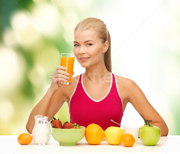 Glimlachend jonge vrouw gezond eten ontbijt fitness dieet Stockfoto © dolgachov