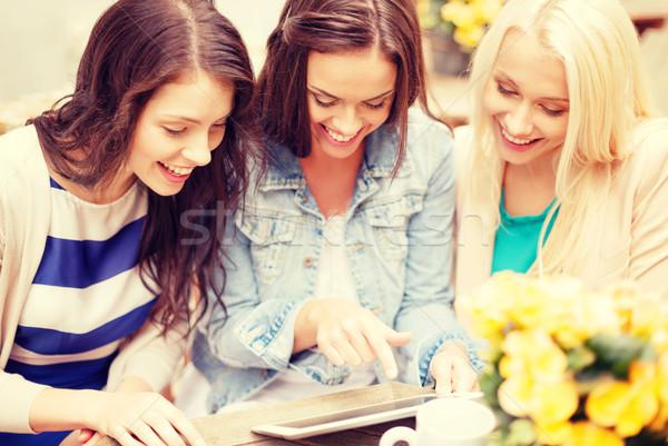 Сток-фото: три · красивой · девочек · глядя · кафе