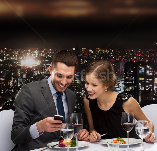 Mosolyog pár eszik főétel étterem technológia Stock fotó © dolgachov