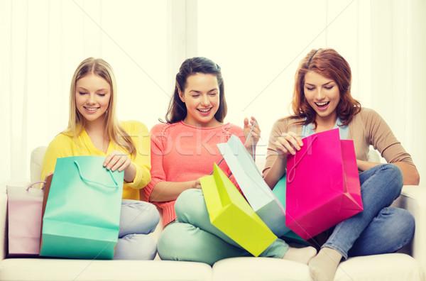 Gülen çok alışveriş yaşam tarzı Stok fotoğraf © dolgachov