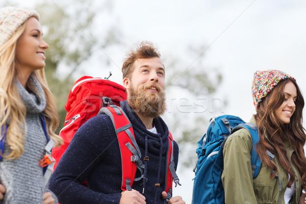 グループ 笑みを浮かべて 友達 ハイキング 冒険 旅行 ストックフォト © dolgachov