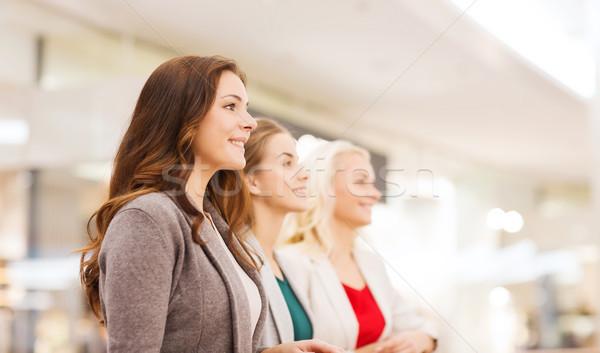Gelukkig jonge vrouwen mall business centrum verkoop Stockfoto © dolgachov