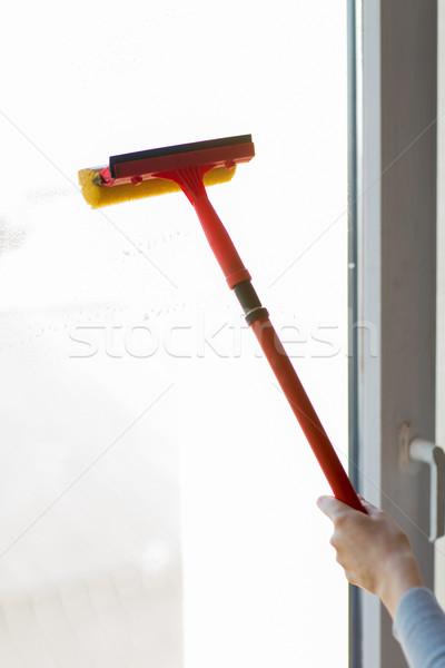 Stockfoto: Hand · schoonmaken · venster · spons · mensen