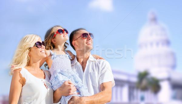 Famille heureuse maison blanche été vacances Voyage Photo stock © dolgachov