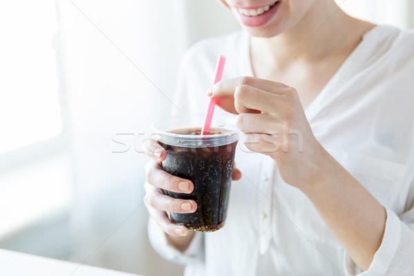 Közelkép boldog nő iszik Coca Cola italok Stock fotó © dolgachov