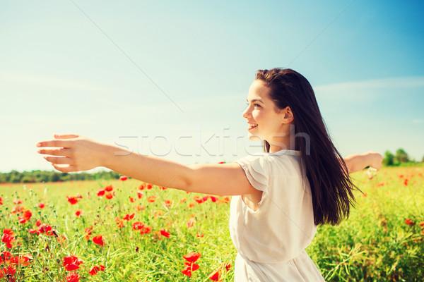 Sorridente mulher jovem papoula campo felicidade natureza Foto stock © dolgachov