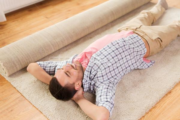 Boldog férfi szőnyeg szőnyeg otthon emberek Stock fotó © dolgachov