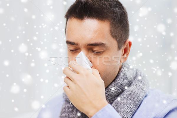 Közelkép beteg férfi influenza orrot fúj otthon Stock fotó © dolgachov