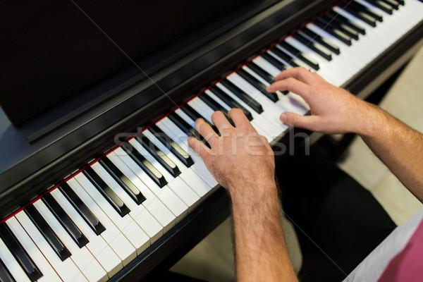 Közelkép férfi kezek játszik zongora zene Stock fotó © dolgachov