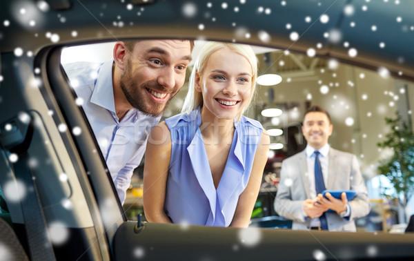 Zdjęcia stock: Szczęśliwy · para · patrząc · wewnątrz · samochodu · auto