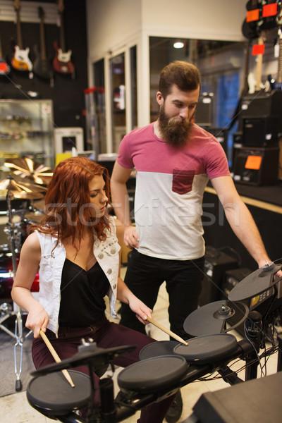 男 女性 ドラム キット 音楽 ストア ストックフォト © dolgachov