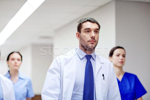 Grupy spaceru szpitala kliniki ludzi Zdjęcia stock © dolgachov