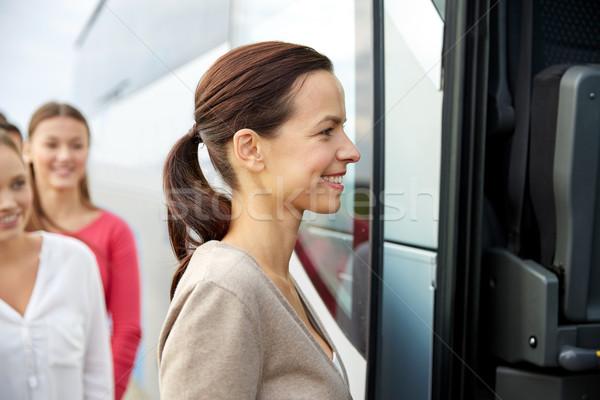 Grupo feliz pasajeros embarque viaje autobús Foto stock © dolgachov
