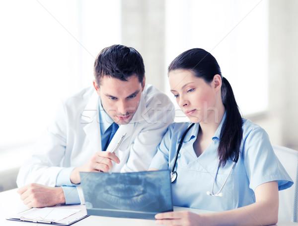 Due medici guardando Xray sanitaria medici Foto d'archivio © dolgachov