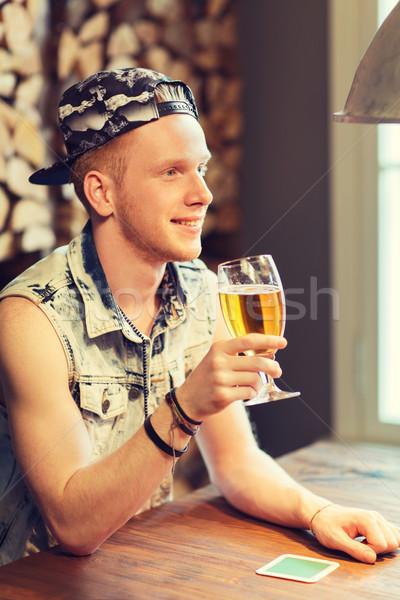 Feliz hombre potable cerveza bar pub Foto stock © dolgachov