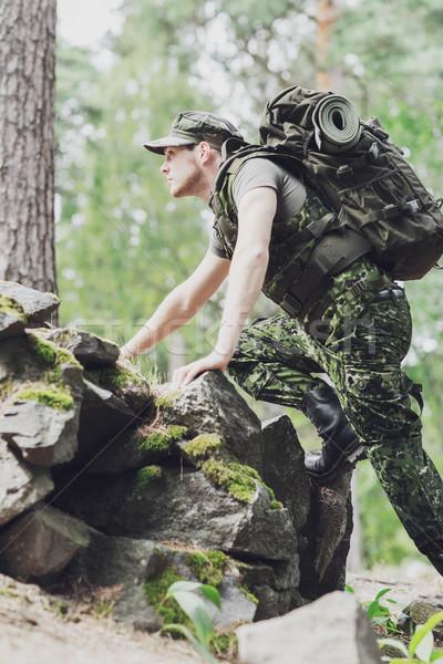 молодые солдата рюкзак лес войны походов Сток-фото © dolgachov