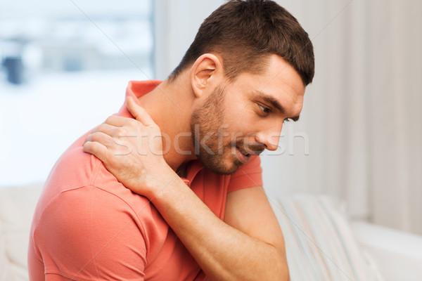 Infeliz hombre sufrimiento dolor de cuello casa personas Foto stock © dolgachov