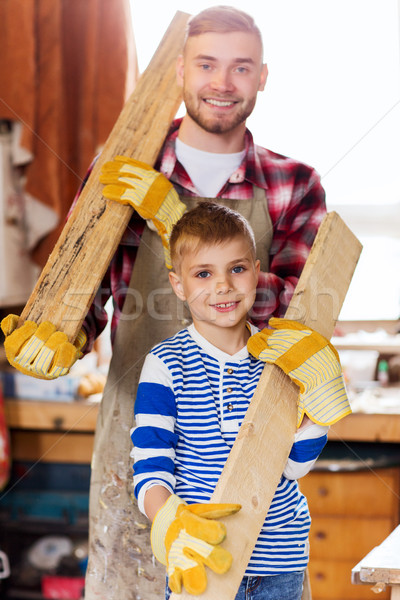 Gelukkig vader zoon hout plank workshop familie Stockfoto © dolgachov