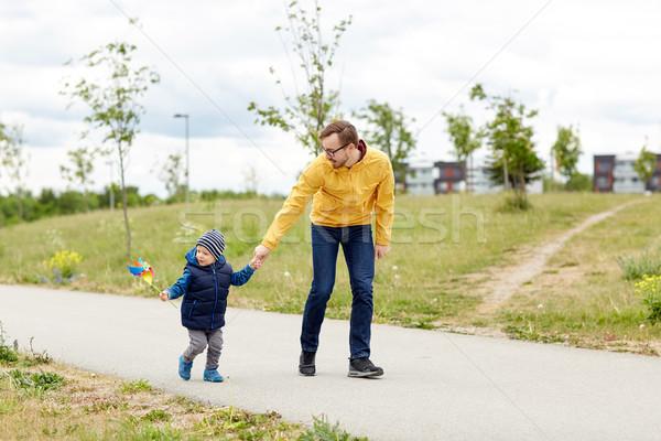 Photo stock: Heureux · père · en · fils · jouet · extérieur · famille · enfance