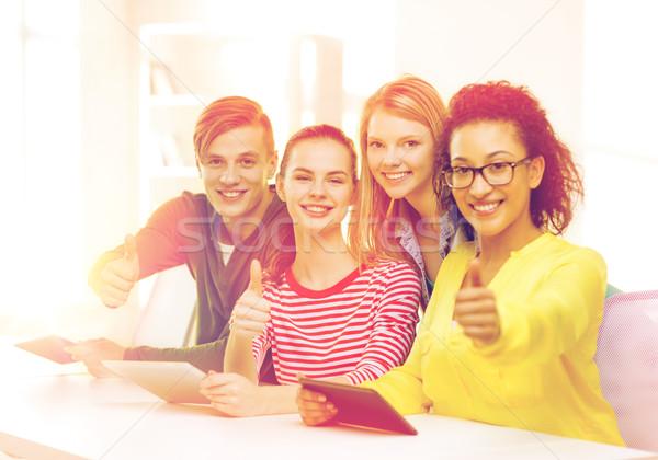 Foto d'archivio: Sorridere · studenti · scuola · istruzione · tecnologia