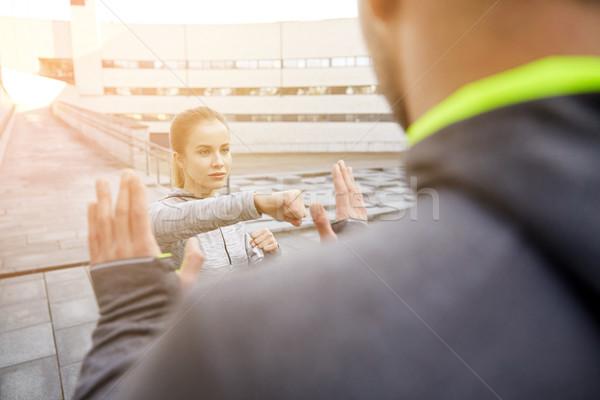 Mulher treinador greve fitness Foto stock © dolgachov
